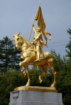 Joan_of_Arc_statue_in_Portland,_Oregon,_2015-1.jpg